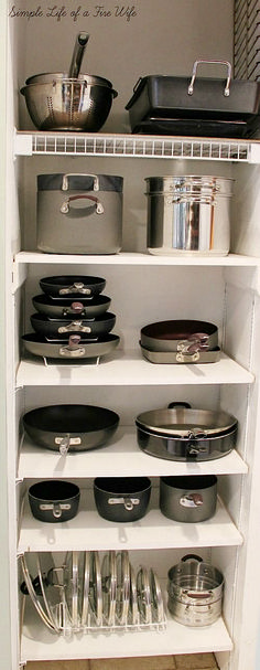 Kitchen Designs Ideas for Organizing Pots and Pans. >> Find out even more at the image - Tired of all your disorganized pots and pans? Get you kitchen organized easily with these 10 awesome tips for organizing pots and pans! They're so easy to implement! Kitchen Ikea, Small Kitchen Storage, Kitchen Decor, Kitchen Shelves, Pantry Storage, Smart Kitchen, 1970s Kitchen, Kitchen Small, Pantry Cupboard