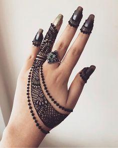 2 or 😍😍😍😍😍 Henna Artis Arabian Mehndi Design, Indian Mehndi Designs, Mehndi Designs 2018, Stylish Mehndi Designs, Mehndi Designs For Girls, Mehndi Designs For Beginners, Bridal Henna Designs, Mehndi Designs For Fingers, Beautiful Henna Designs