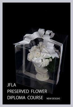 JFLA Preserved Flower Diploma Class.Basic Round Arrangement Lesson.プリザーブドフラワー認定資格で学ぶ基本のラウンドアレンジメントです。ラッピング付き。