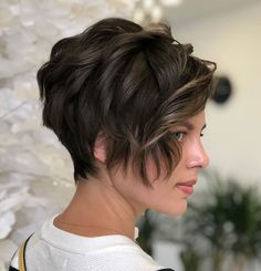 Take a look at these 30 cool ideas featuring short hair with bangs, and you'll surely find something non-banal that suits you! Pixie Cut With Bangs, Short Choppy Hair, Short Straight Hair, Short Hair With Bangs, Short Hair Cuts For Women, Short Hairstyles For Women, Thick Hair, Wavy Pixie Haircut, Short Wavy
