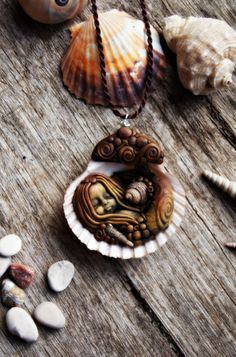 Mermaid Pendant Necklace with Sea Shell Handcrafted par TRaewyn, $200.00
