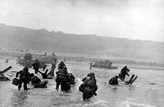 Robert Capa 'American soldiers landing on Omaha Beach, D-Day, Normandy, France, June D Day Photos, Photos Du, Rare Photos, Iconic Photos, Ww2 Photos, D Day 1944, Idaho, Omaha Beach, D Day Normandy