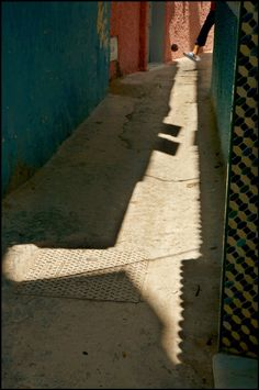 harry gruyaert(1941- ), morocco. tangiers. medina. 2007. http://www.magnumphotos.com/C.aspx?VP3=SearchDetail&VBID=2K1HZS6M6SP2G&PN=4&IID=2TYRYDBASTCM