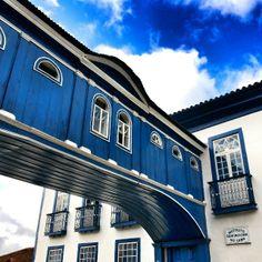 A Casa da Glória é propriedade do Instituto de GeoCiências, localizada na Universidade Federal de Minas Gerais e abriga o Centro de Geologia Eschwege. Foto: @masorrechia