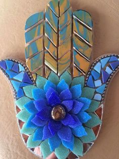 Fused Glass, Stained Glass, Hamsa Art, Mosaic Flowers, Dragon Eye, Mosaic Art, 4th Of July Wreath, Art Projects, Decoration