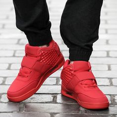 関連画像 Red Sneakers Outfit, Sneakers Nike, Top Shoes, Men's Shoes, Comfortable Mens Shoes, Men Style Tips, Autumn Summer, Summer Looks, High Tops