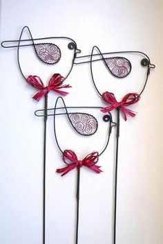 Wire art: These birds would look fabulous in my flower garden!