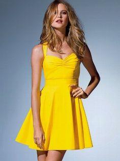 Sarı renk elbiseler