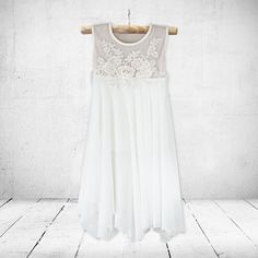 Little Miss princess-, christening-, flower girl-, birthday- and graduation dresses for girls 0 to 8 years old. Little Miss Dress, Special Occasion Dresses, White Dress, Flower Girl Dresses, Wedding Dresses, Celebrities, Snow, Shopping, Collection