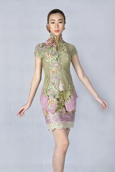 Kebaya Naisha Hijau Kebaya Lace, Kebaya Brokat, Batik Kebaya, Kebaya Dress, Batik Dress, Model Kebaya Modern, Kebaya Modern Dress, Blouse Batik Modern, Indonesia Fashion Week
