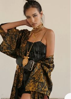 A Limited Edition DYLANLEX belt that is adjustable so you can wear it on the smallest part of your waist or with a more low rise fit. Bold Fashion, Fashion Beauty, Womens Fashion, Mode Ootd, Bustier Top, Everyday Fashion, Boho Chic, Street Style, Style Inspiration