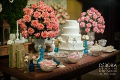 Hoje eu trouxe para vocês mais uma linda decoração executada pelas meninas da Ideias de Evento, super parceira do Peguei o Bouquet.A proposta era criar uma decoração de casamento romântica, nas co...