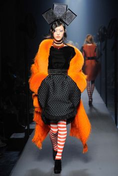The Jean Paul Gaultier Haute Couture F/W 2015 show was all about a playfully severe nautical theme. Full of stripes hats and ellobarate gowns tha completley covered the runway. See the Jean Paul Gaultier Haute Couture F/W 2015 show below: 2015 Fashion Trends, 2015 Trends, Fashion Week, High Fashion, Fashion Show, Fashion Design, Style Couture, Couture Fashion, Mode Costume