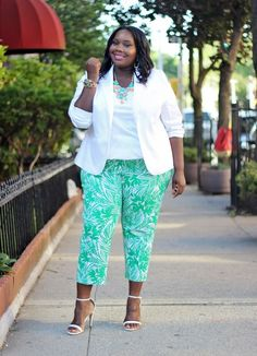 Currently Obsessed With Lane Bryant Tropical Print Plus Size Stretch Crop Pants Plus Size Girls, Plus Size Summer, Plus Size Women, Diva Fashion, Curvy Fashion, Plus Size Fashion, Fashion Bloggers, Curvy Outfits, Plus Size Outfits