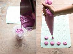 tapete macarons Macaroons, Macaron Cake, Cupcake Cakes, Cupcakes, Macaron France, Cookies Decorados, Cookie Time, Gourmet Desserts, Sweet Pastries