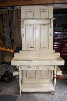 Potting Table Out Of An Old Door - rugged-life.com