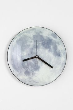 The moon tells time. #urbanoutfitters