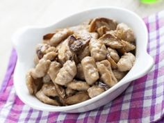 Domácí gnocchi s rychlou houbovou omáčkou Gnocchi, Czech Recipes, Cereal, Almond, Veggies, Fruit, Breakfast, Food, Meal