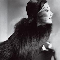 Lisa Fonssagrives.  Photo by Frances McLaughlin-Gill.  Vogue, October 15, 1951.