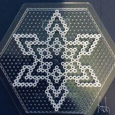 Lakridskonfekt i hama perler. Perler Bead Designs, Perler Bead Art, Perler Patterns, Quilt Patterns, Christmas Perler Beads, Peler Beads, Iron Beads, Melting Beads, Fuse Beads