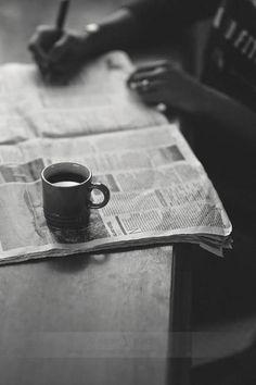 ★コーヒーを片手に、眠気に克つ 毎晩、夜遅くまで、 調べ物がたくさんあるから大変。 コーヒーを片手に、眠気に克ちながら、 今日も頑張らなくっちゃ!