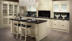 Trendy kitchen transforms traditional features to fit the modern kitchen Apartment Kitchen, Home Decor Kitchen, Kitchen Furniture, Kitchen Interior, Interior Design Living Room, Home Kitchens, Kitchen Showroom, Shabby, Elegant Kitchens