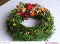Výsledek obrázku pro dusickove kose Fresh Wreath, Christmas Wreaths, Floral Wreath, Holiday Decor, Home Decor, Image, Crowns, Floral Crown, Decoration Home