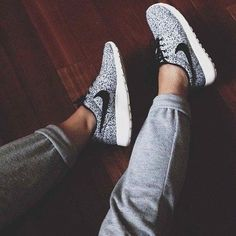 Nike. Girl. Leggings. Run. Fitness. Sneakers.