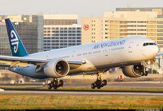 Boeing 777-319/ER - beautiful beautiful bird!