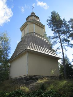 Suomusjärven kirkon tapuli. Rakennettu v.1750