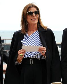 El curiosísimo anillo de Carolina de Mónaco Chanel Vestidos, Monaco Princess, Kate Middleton Outfits, Monaco Royal Family, Advanced Style, Kate Beckinsale, Royal Fashion, Stylish Outfits, Stylish Clothes