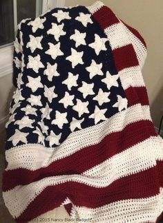 American Flag Crochet Pattern Free crochet pattern to make an heirloom American flag afghan or an American flag fridgie with two pattern options for crocheted stars. Crochet Afghans, Crochet Stars, Crochet Quilt, Crochet Stitches, Crochet Blankets, Crochet Crafts, Easy Crochet, Free Crochet, Knit Crochet