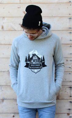 schneeverliebt hoodie with cabin print
