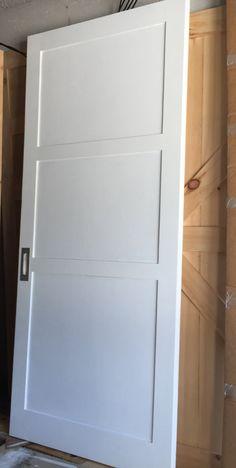 Weiße Drei Panel Scheune Schiebe Tür