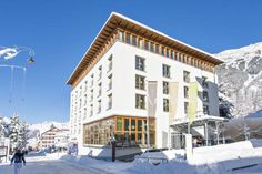 Hotel Allegra Pontresina Located in the centre of Pontresina, Hotel Allegra is directly connected to the Bellavita Spa Centre with its indoor and outdoor pools and it features ski storage facilities, a ski boot dryer and a hotel bar and lounge.