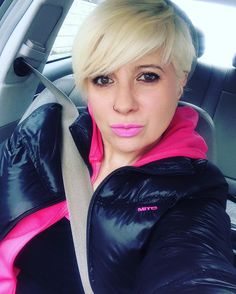 #car #coche #happy #rubia #blond #pink #rosa #fiesta #selfie #selfietime #makeup #ojos #eyes #adidas #cara #face #day #dia #viaje #trip #morritos #selfiequeen by estherpositive