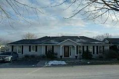 Detached - 2 bedroom(s) - Clarington - $219,900 Bungalows, Retirement, Mansions, Bedroom, House Styles, Home Decor, Mansion Houses, Homemade Home Decor, Villas