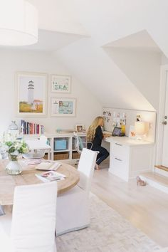 Great home office space. home decor and interior decorating ideas. white rooms.