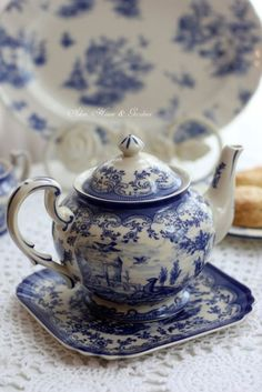 Blue and White Transferware Teapot and Tray Blue And White China, Blue China, Blue Willow China, Vintage Dishes, Vintage Tea, Raindrops And Roses, Blue Dishes, White Dishes, Teapots And Cups