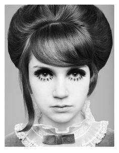 - so very Clockwork Orange - Big Hair - Eye Makeup 1960s Makeup, Vintage Makeup, Vintage Beauty, Mod Makeup, 1960s Hair, Mod Girl, Old Faces, Sixties Fashion, Girls Makeup
