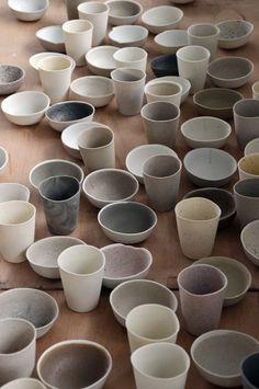 wabi sabi ceramic bowls and tumblers Wabi Sabi, Ceramic Pottery, Ceramic Art, Ceramic Bowls, Earthenware, Stoneware, Eco Deco, Deco Pastel, Scandinavia Design