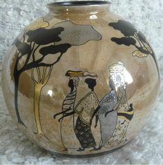 Pas de nombreuses pièces faites ces derniers temps, mais voici les dernières  Marché Africain: Vase boule en lustre, marron foncé...