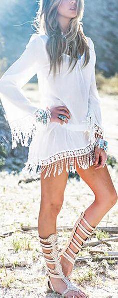 Bohemian Style // Femme boho look. Boho Gypsy, Gypsy Style, Hippie Boho, Bohemian Style, White Bohemian, Hippie Masa, Gypsy Chic, Ibiza Fashion, Boho Fashion Summer