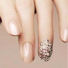 this design is so simple, and yet so statement-making… i think it would make an excellent bridal manicure, no? Bridal Manicure, Manicure Y Pedicure, Get Nails, How To Do Nails, Hair And Nails, Neutral Nails, Nude Nails, Beige Nails, Cream Nails