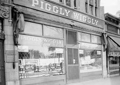 """Piggly Wiggly Notes: Clarence Saunders, the """"inventor"""" of the self-service supermarket, patented his system in 1914 and franchised it nationwide. Many divisions were operated by major chains, and others were purchased by them. Safeway purchased and operated the west coast division (including San Francisco) from 1928 to about 1935 before absorbing it into the Safeway brand. Stores are currently limited mostly to smaller towns in the midwest and southeast."""