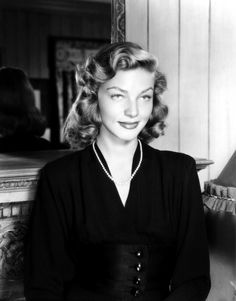 Lauren Bacall in a beautiful suit. Vintage Hollywood, Hollywood Glamour, Classic Hollywood, Hollywood Actresses, Hollywood Icons, Divas, Lauren Bacall, Bogie And Bacall, Star Wars