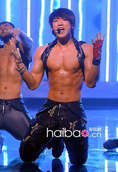 Revisiting April Red Swarovski bling on the comeback stage… Hot Korean Guys, Korean Men, Korean Actors, Sexy Asian Men, Sexy Men, Asian Guys, Bi Rain, Kdrama, College Boys