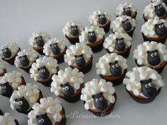 Cupcakes Sean the Sheep www.loveliciouscakes.nl