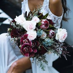 45 Winter Styled Shoot Ideas, You'll Love It - Brautstrauß - Hochzeit Winter Wedding Flowers, Fall Wedding Bouquets, Bride Bouquets, Bridal Flowers, Floral Wedding, Greenery Bouquets, Bouquet Flowers, Orchid Bouquet Wedding, Winter Weddings