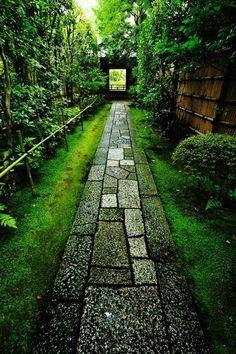 Approach to Daitoku-ji temple, Koto-in, Kyoto, Japan